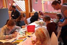 Przygotowujemy różne atrakcje dla dzieci i dorosłych w lokalnej bibliotece.