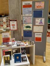 Na tym stoisku oprócz materiałów o Polsce, znajdują się również polskie książki dla dorosłych.