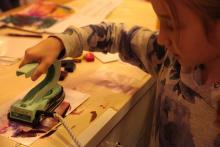 Malowanie żelazkiem z roztopionym woskiem.