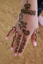 Dzieci były zafascynowane tatuażami.