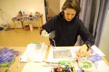 Malowanie rozgrzanym żelazkiem jest również bardzo ciekawą techniką.